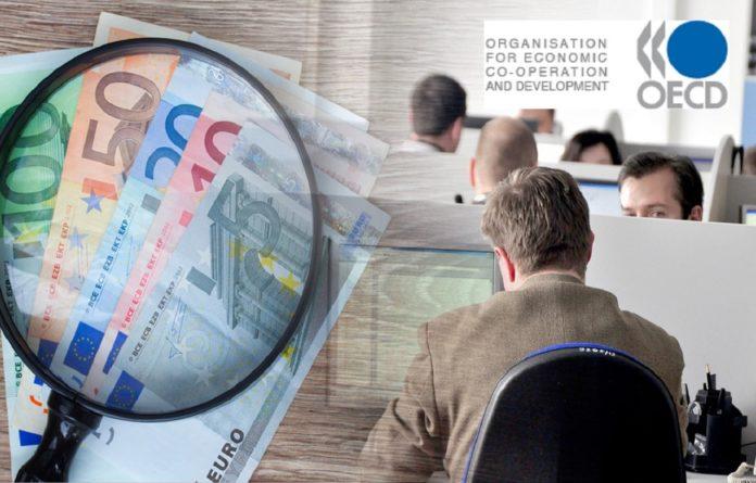ΟΟΣΑ: Δήμευση μισθών μέσω φορολογίας στην Ελλάδα